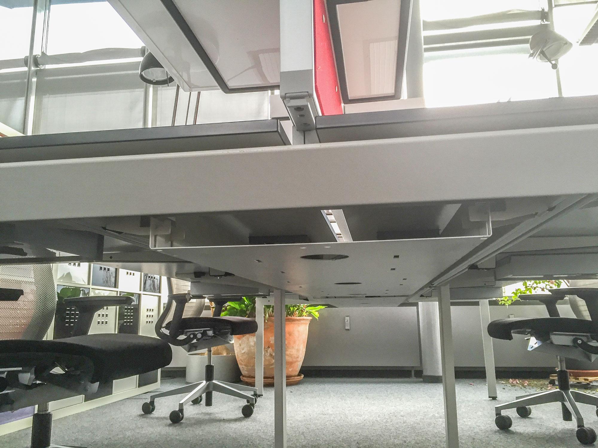bench 4er team schreibtisch gruppenarbeitsplatz x in wei steelcas 7426760983675. Black Bedroom Furniture Sets. Home Design Ideas
